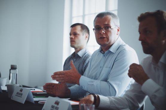 Paneliści: Paweł Nogal, Marcin Rachwał, Konrad Henning